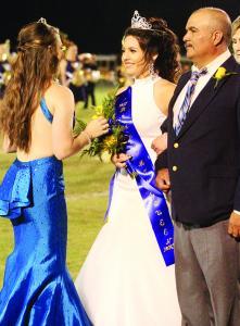 2016 Queen Haylee Hayes crowns Sofia Lara